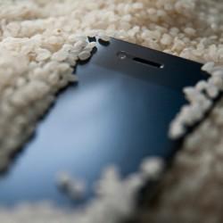 Navlhnuty_smartfon